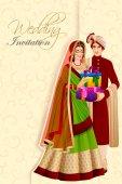 indisches Paar mit Geschenk bei der Trauung in Indien