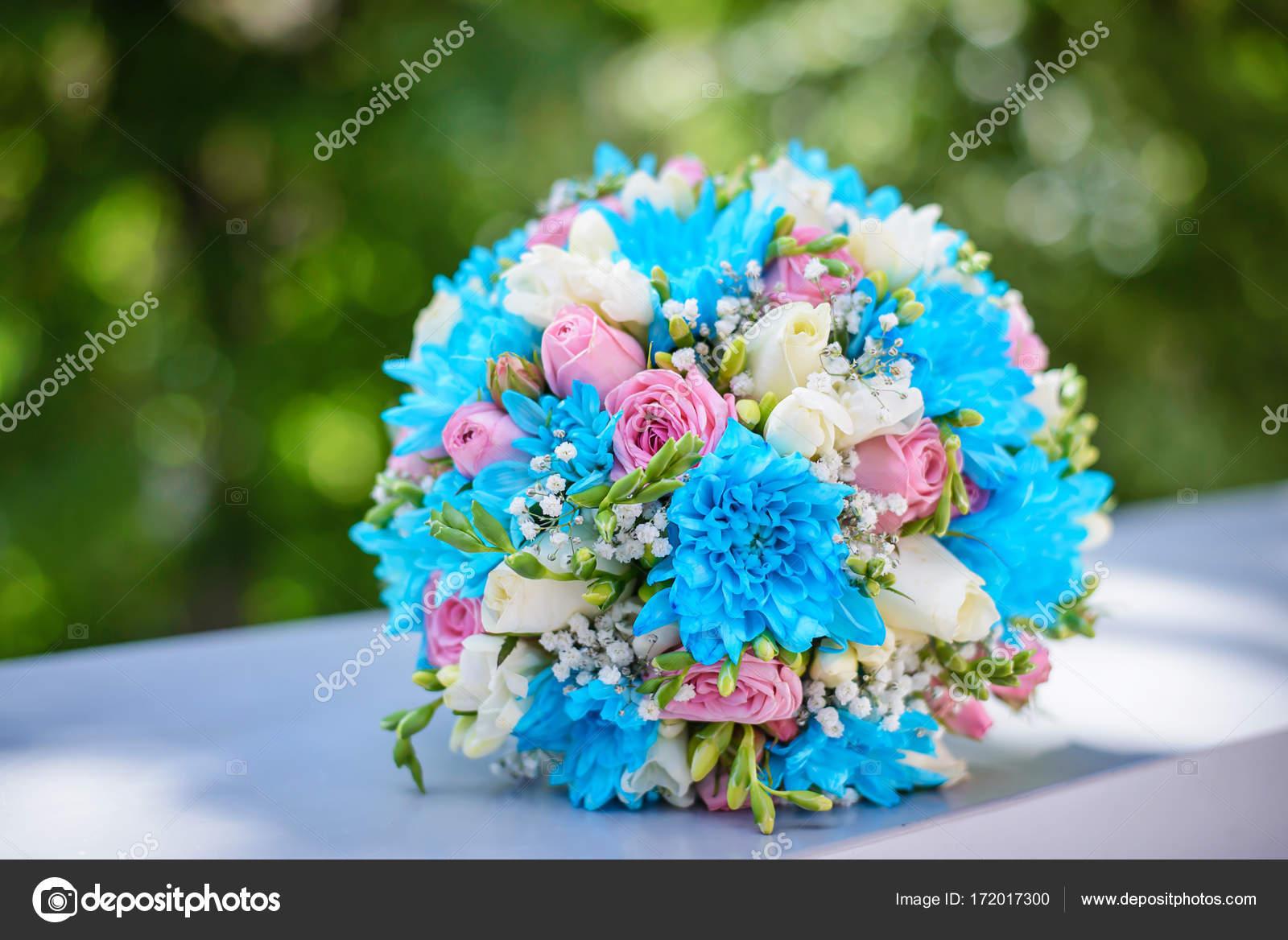 Brautstrauss Von Blau Weiss Und Rosa Farben Stockfoto C Elvirkindom