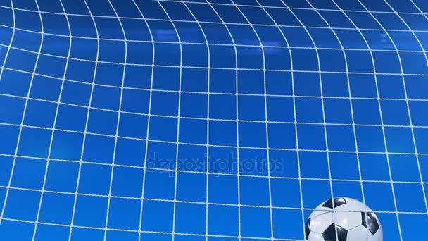 Der schöne Fußballball fliegt in Zeitlupe unter blauem Abendhimmel ins Tornetz. Fußball 3D Animation des Tores Moment. 4k ultra hd 3840x2160.
