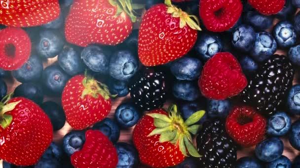 Ovoce, jahody, maliny, borůvky