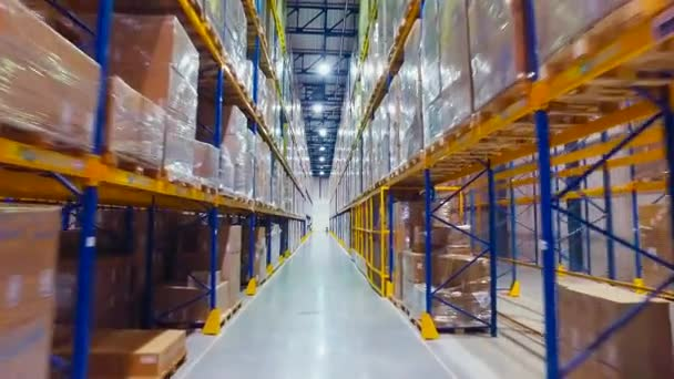 Légi felvételeket targonca teherautók betölti az a Rack belső raktár