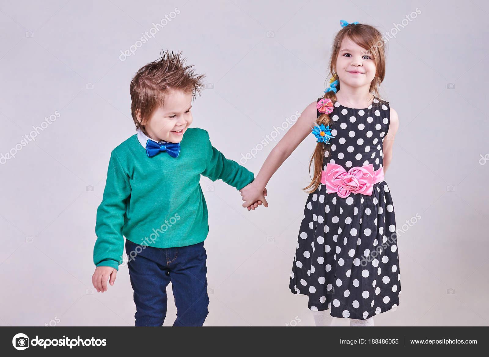 Fonds decran Garçon Petites filles Deux Sourire Les robes