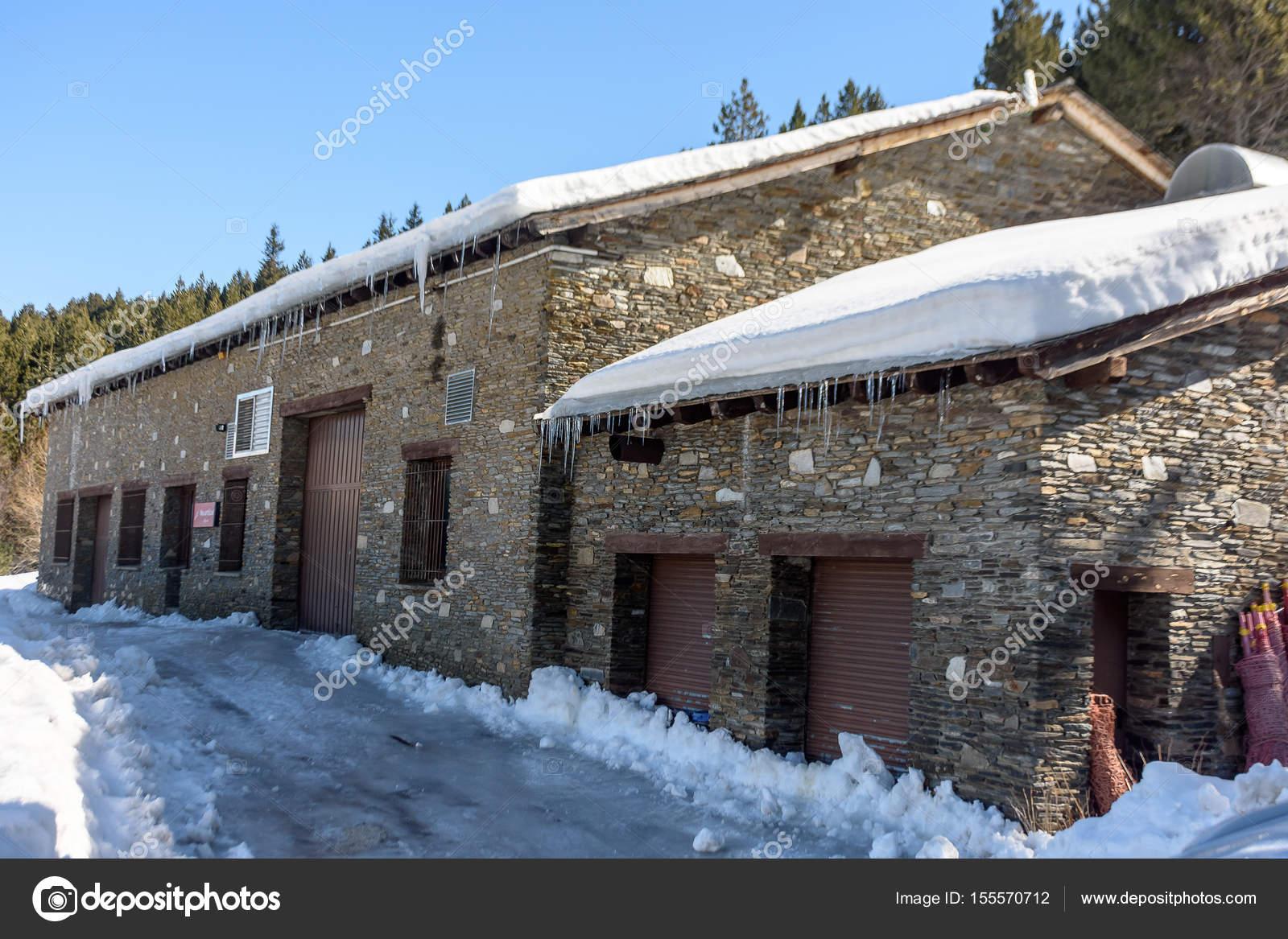 Case In Pietra Di Montagna : Case da sogno un palazzo di legno e pietra tra le montagne del