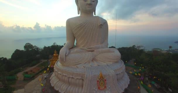 letecká fotografie sladký západ slunce nad Phuket big Buddha
