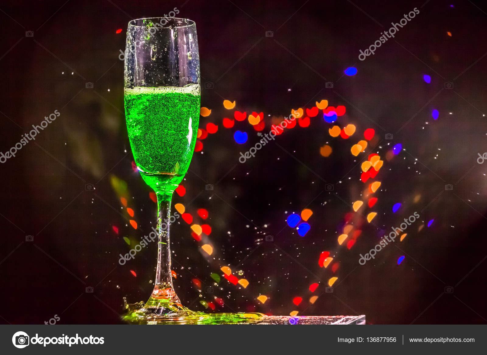 Bubble Herz in Getränk — Stockfoto © thaisign #136877956