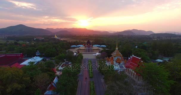 tramonto al wat Huay Mongkol temple