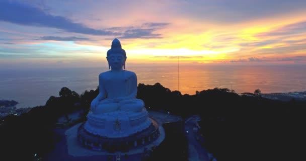letecká fotografie Phuket big Buddha socha na vysoké hoře. Phuket Big Buddha je jednou z dominant nejdůležitější a ctěný ostrov na ostrově Phuket.