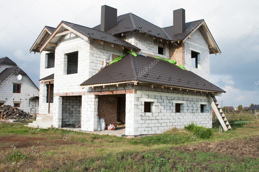 Een enkele familie huis in aanbouw een huis zonder afwerking