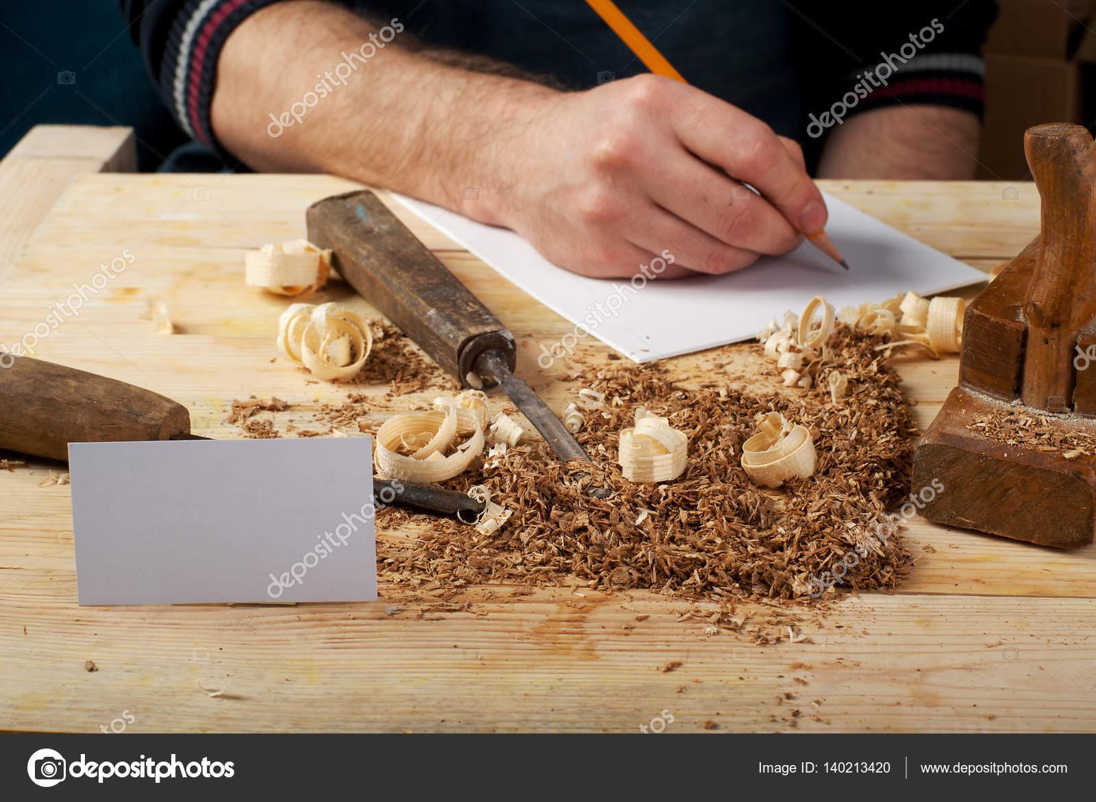 Blanc Business Carte Sur Table En Bois Pour Les Outils De Charpentier Avec La Sciure Copiez Lespace