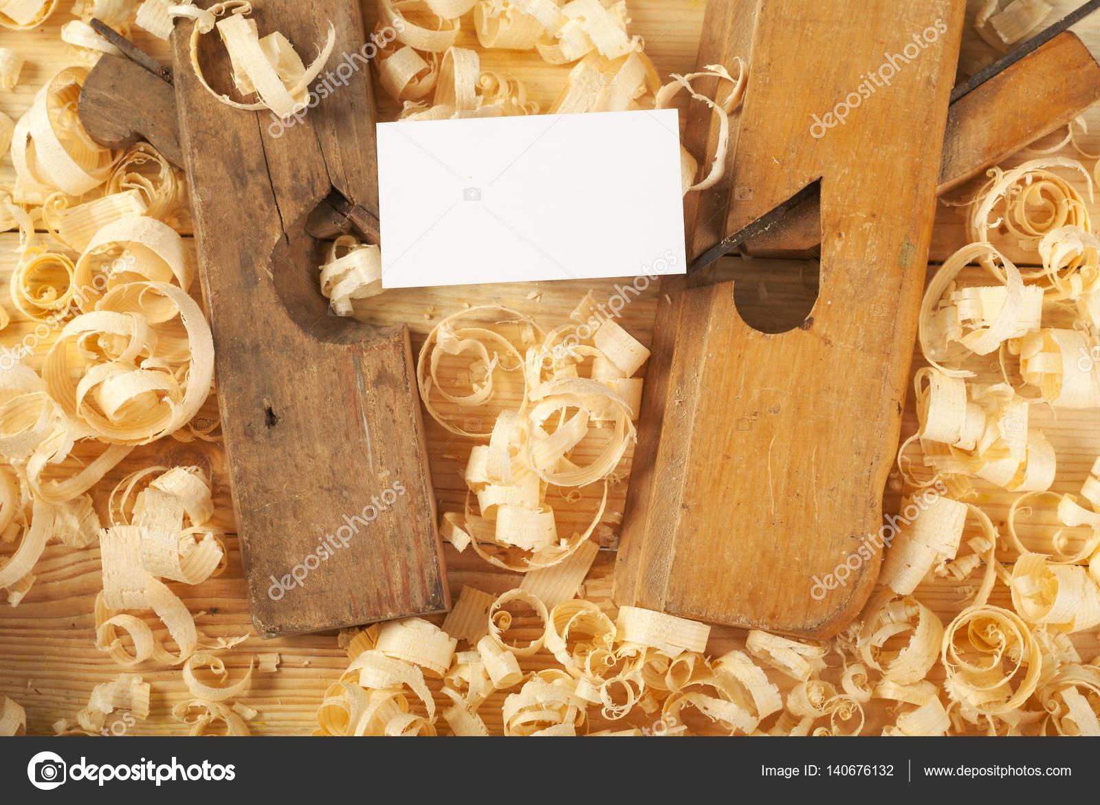 Blanc Business Carte Sur Table En Bois Pour Les Outils De Charpentier Avec La Sciure Copiez Lespace Vue Dessus Image Nagornyi