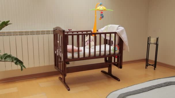 Hračky na dětské postele