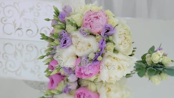 világos esküvői csokor