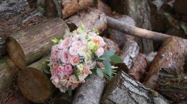 Brautstrauss Mit Blauen Bluten Brautstrauss Auf Holzernen Hintergrund