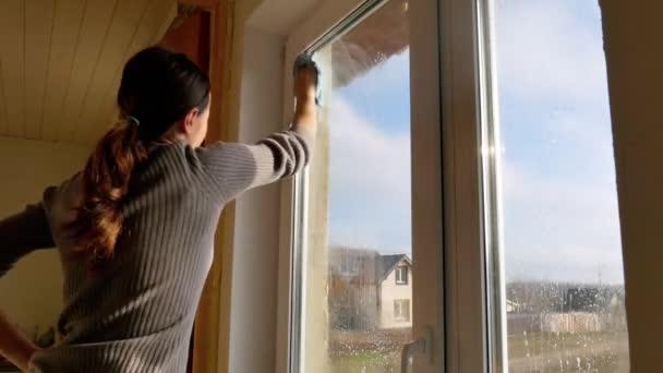 Okno praní doma.