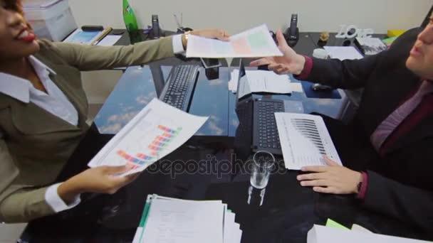 Obchodní vedení partneři potřesení rukou