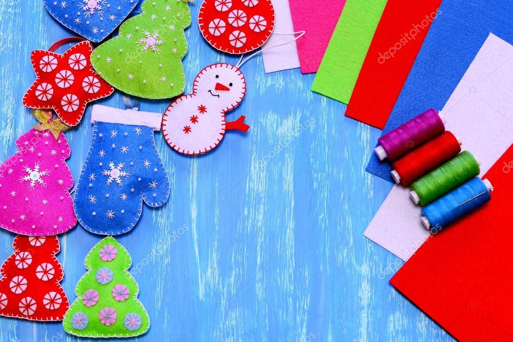 Sewing Christmas crafts. Simple Christmas crafts. Handmade toys. — Photo by OnlyZoia