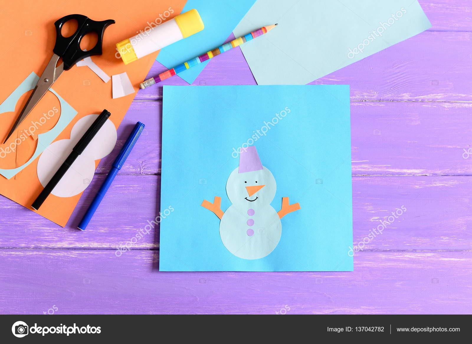 La creación de una tarjeta de papel del invierno de los niños ...