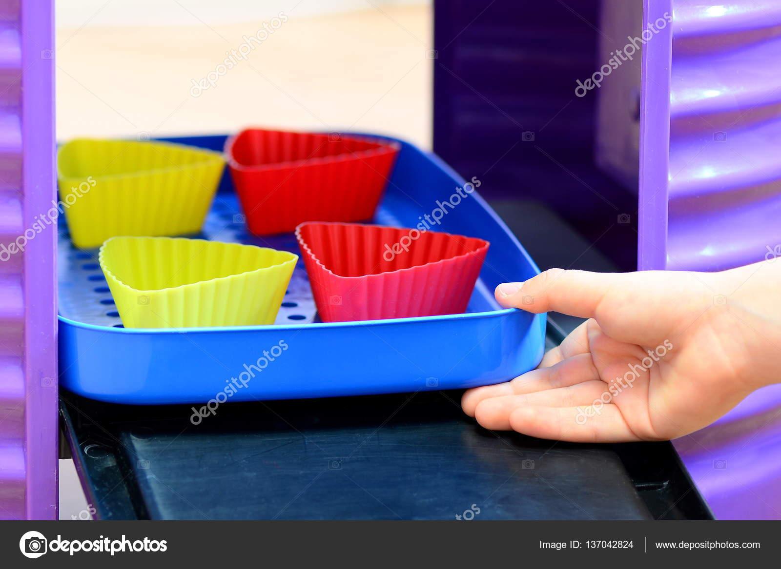 Piccoli giochi da bambini. Giochi di cucina per bambini. Bambino ...