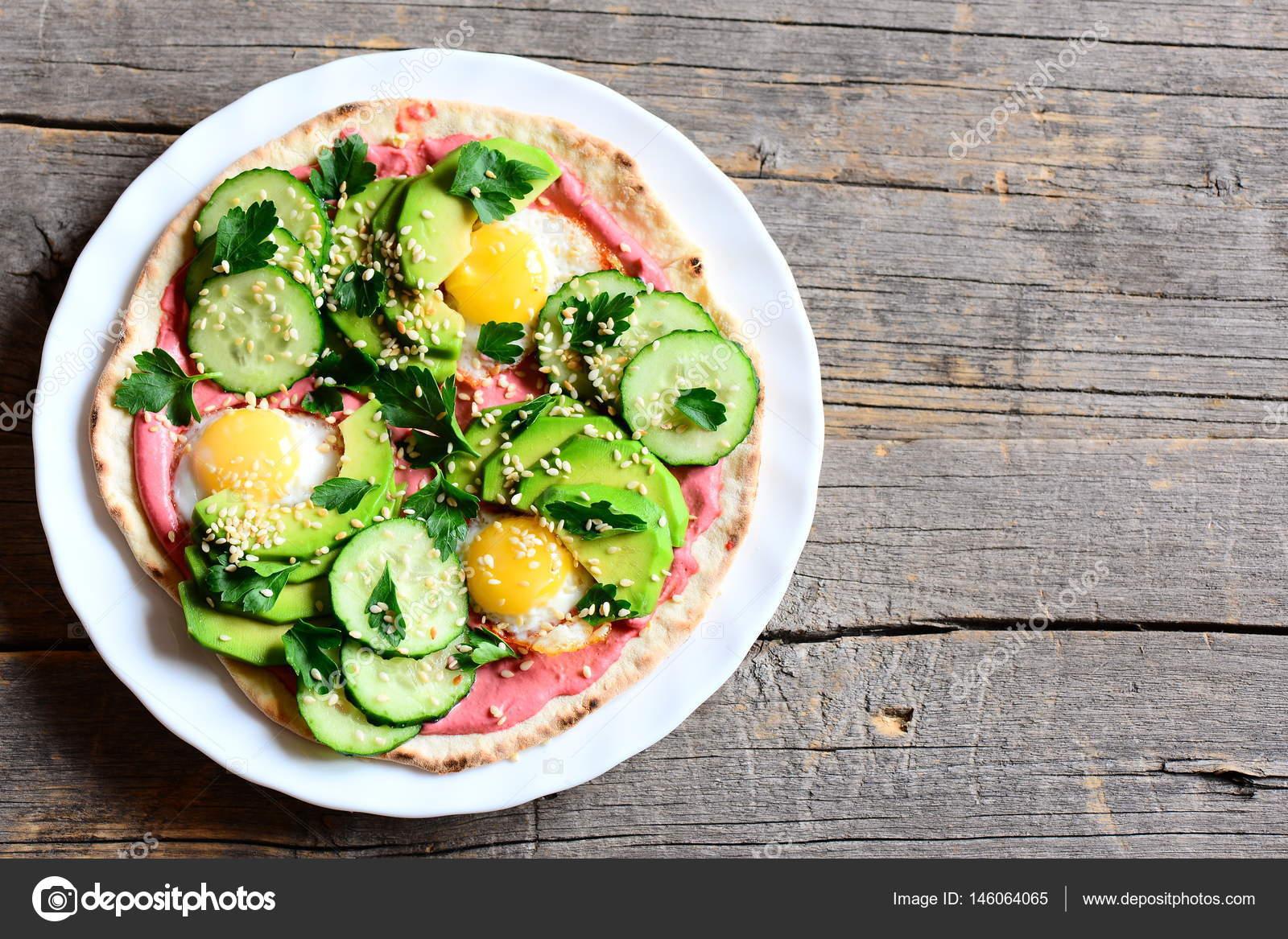 Bıldırcın yumurtası ile salata. En iyi tarifler