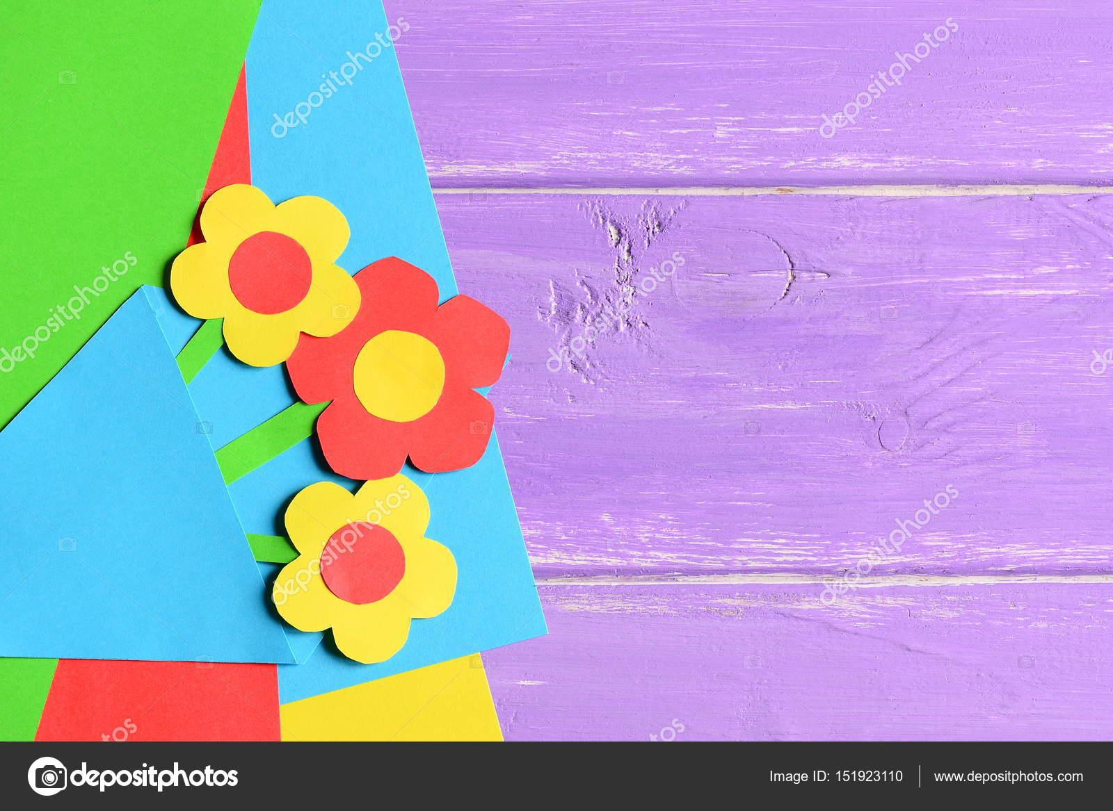 Kleines Kind Gemacht Papier Blumen Basteln Fur Muttertag Oder