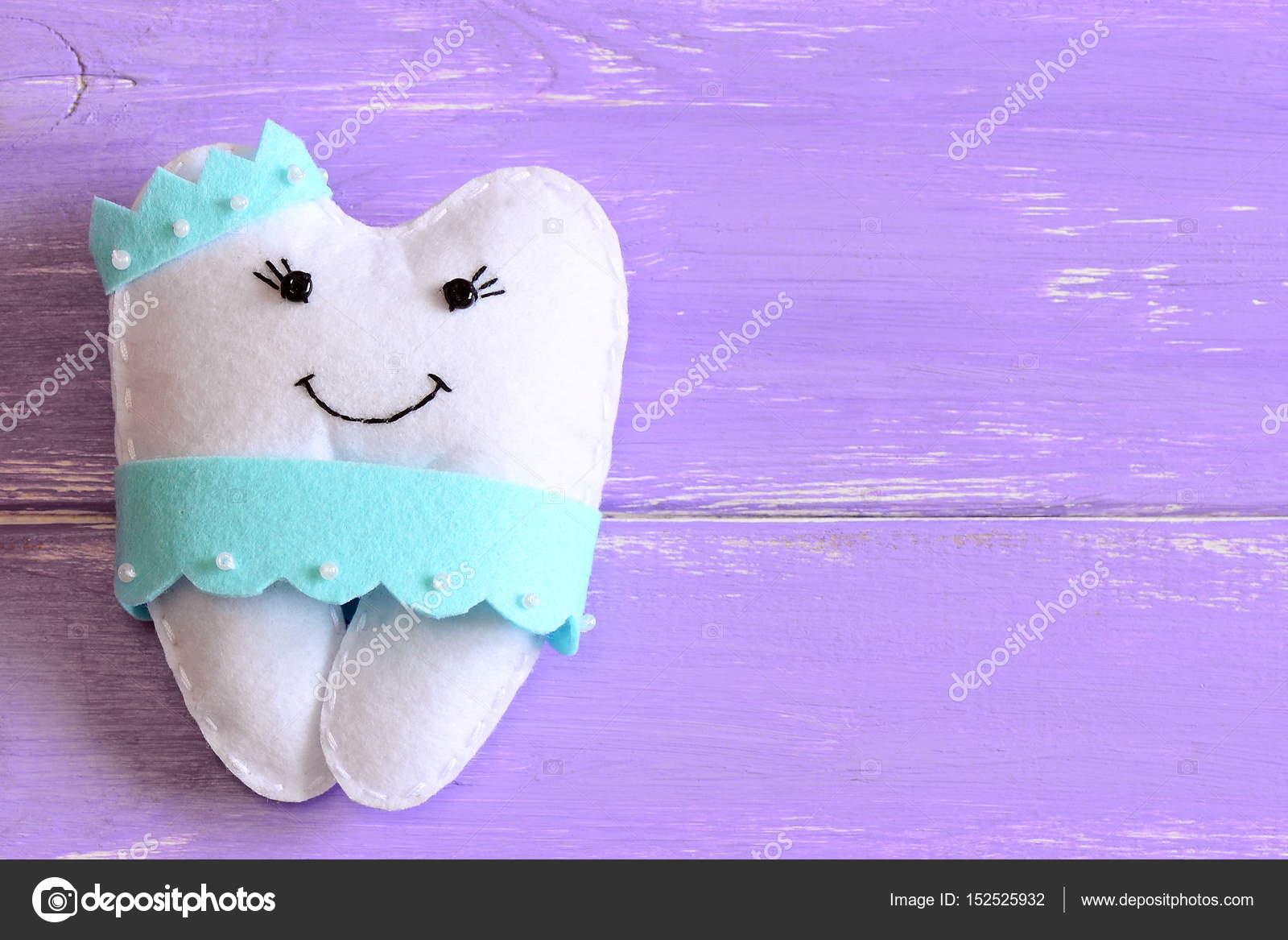 Poduszki Filcowe Zębowa Wróżka Na Białym Tle Na Podłoże