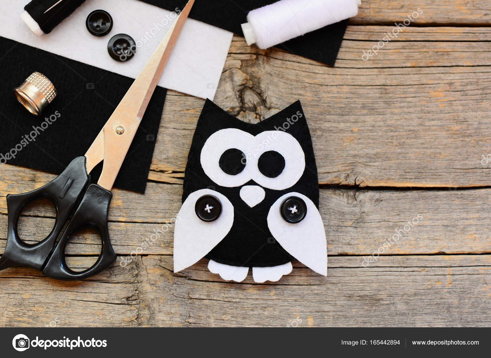 Ausgestopften Eule Filz Spielzeug, fühlte sich schwarz und weiß ...