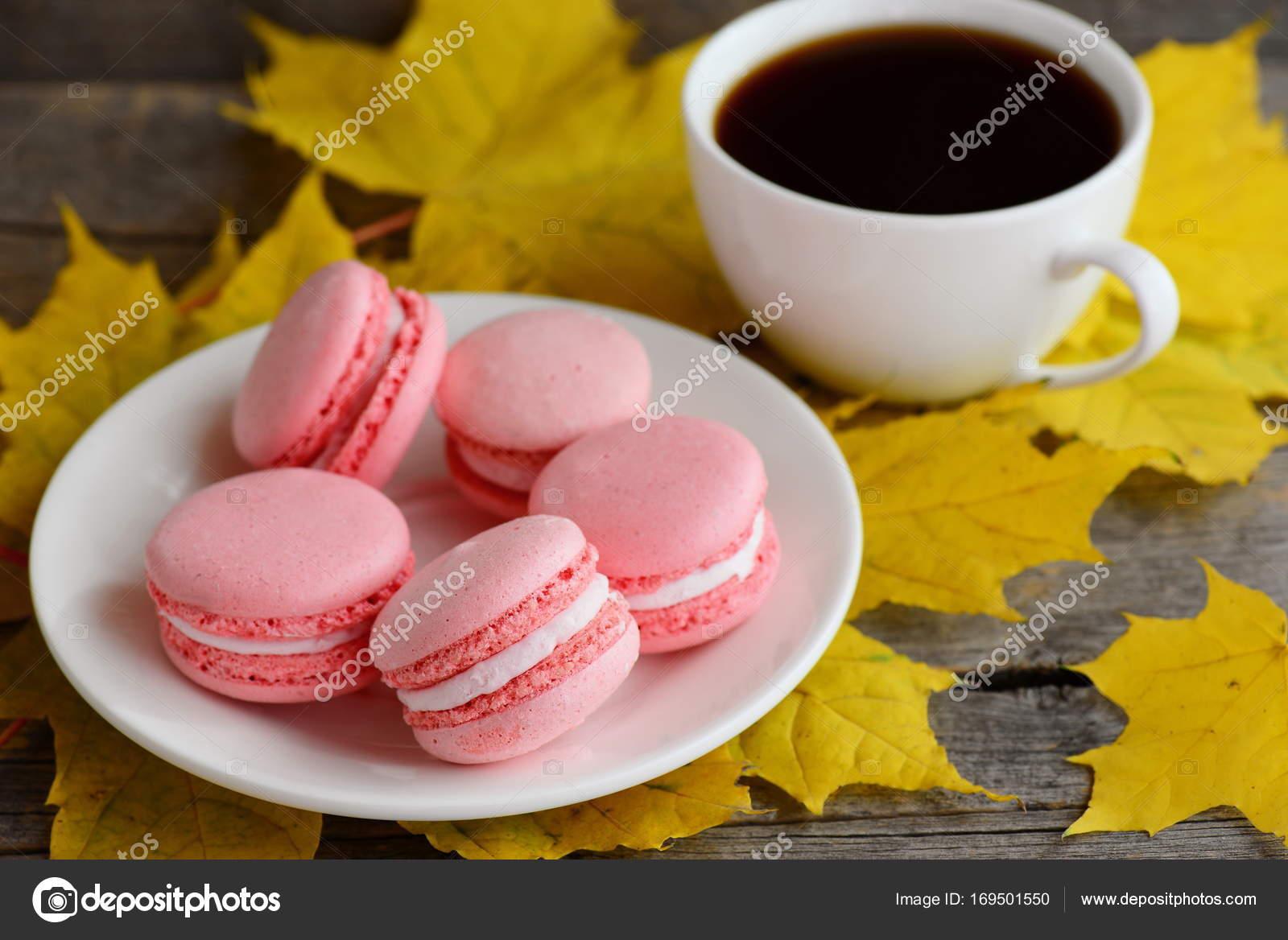 Süße Französische Macarons Leichte Rosa Makronen Auf Einem Weißen
