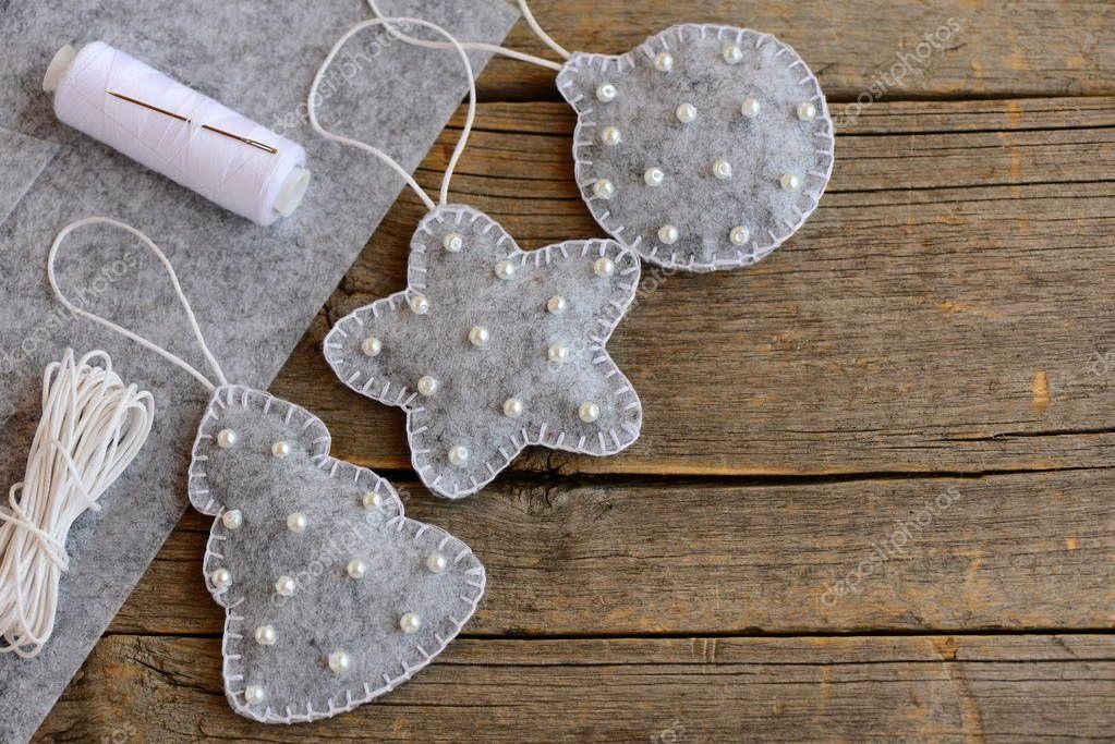 Fieltros patrones de adornos de navidad nuevo gris fieltro abeto rbol bolas y estrellas Bolas de madera para manualidades