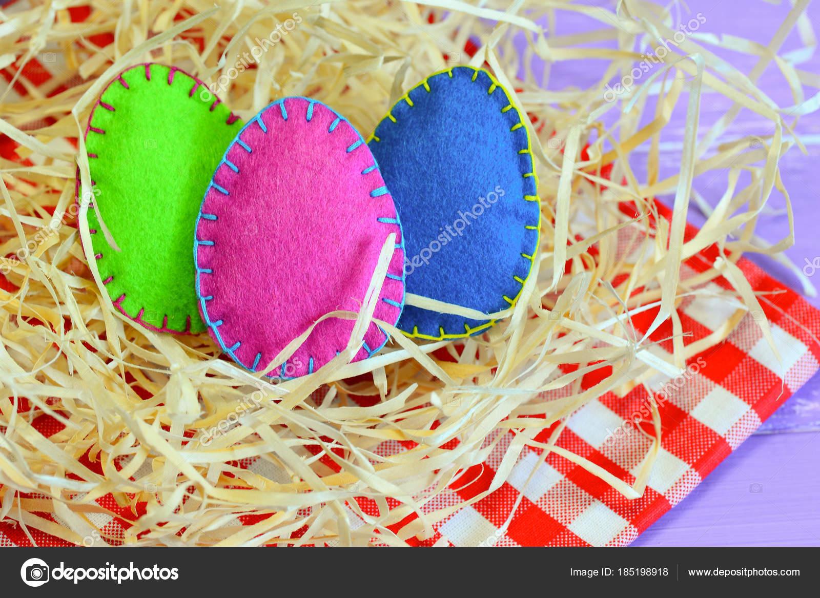 Drei Fuhlte Eiern Verschiedenen Farben Einfach Und Unkompliziert