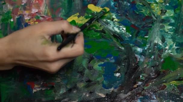 Malba na papíře - blízko se zpomaleně
