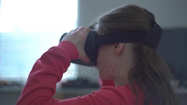 Femmes donnant des emplois de tête