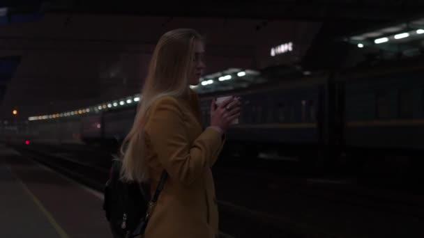 Slow Motion in attesa di un treno