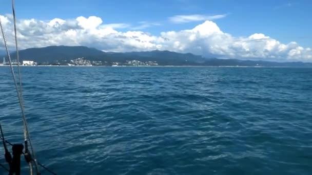 Pobřeží Černého moře - pohled z lodi