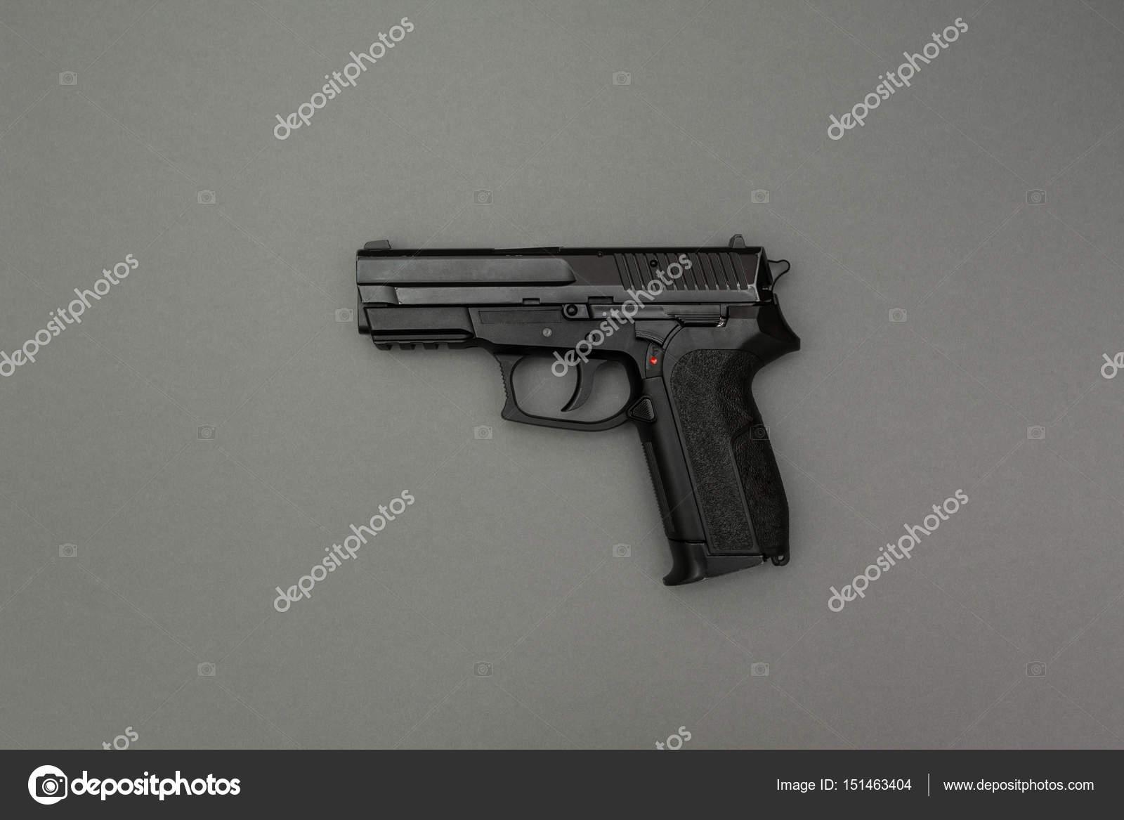 Gri Bir Arka Plan üzerinde Siyah Silah Stok Foto Liimit 151463404