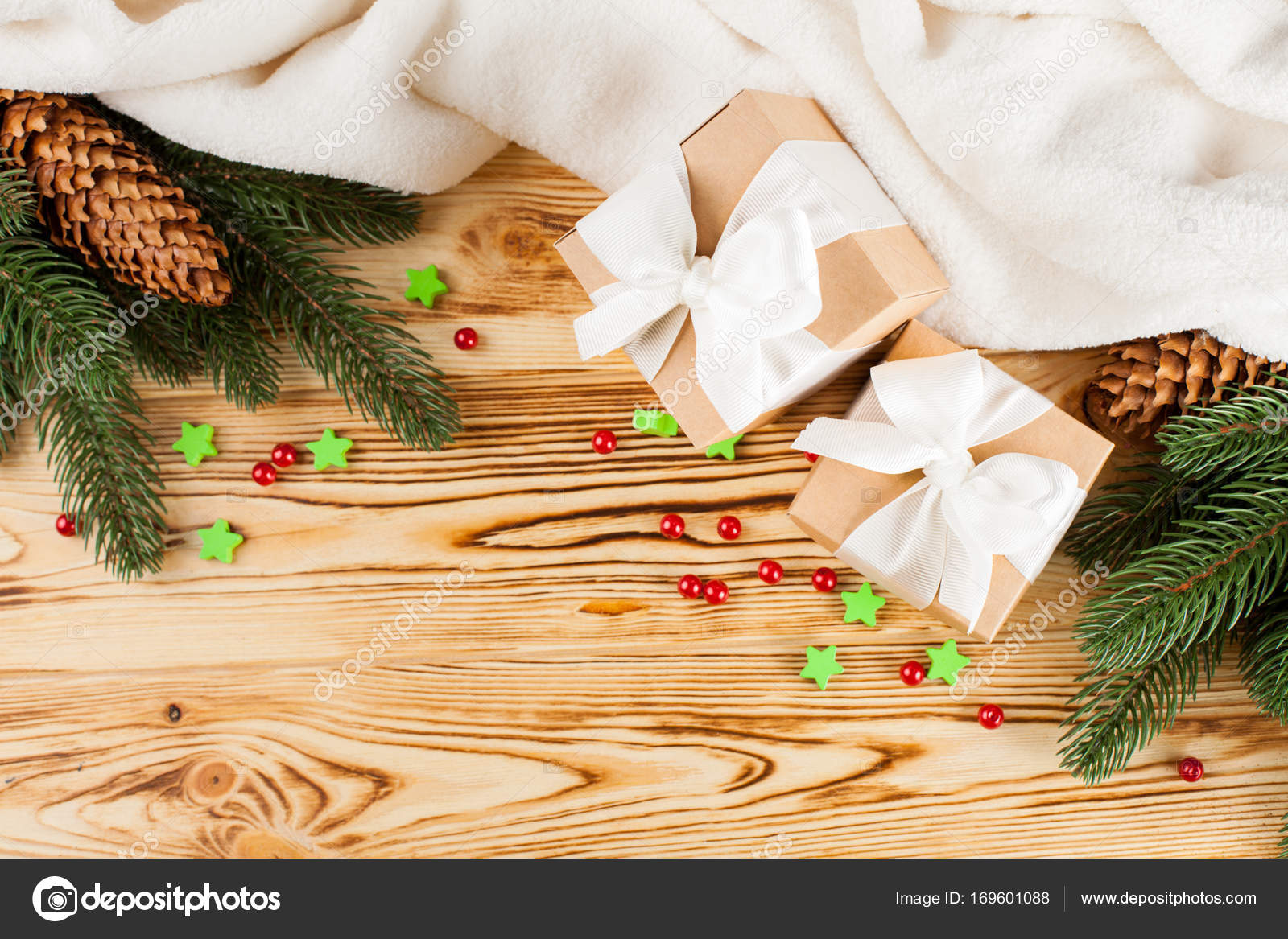 Handwerk-Geschenk-Boxen mit weißen Band, Bogen, grünen ...