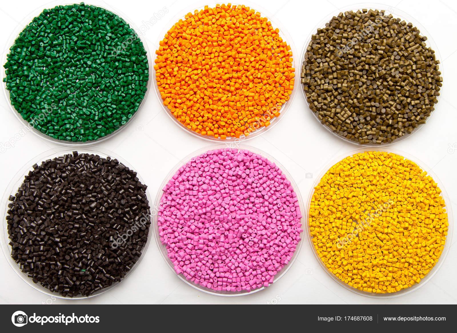 Pellets de plástico. Colorante para polímeros en gránulos — Fotos de ...