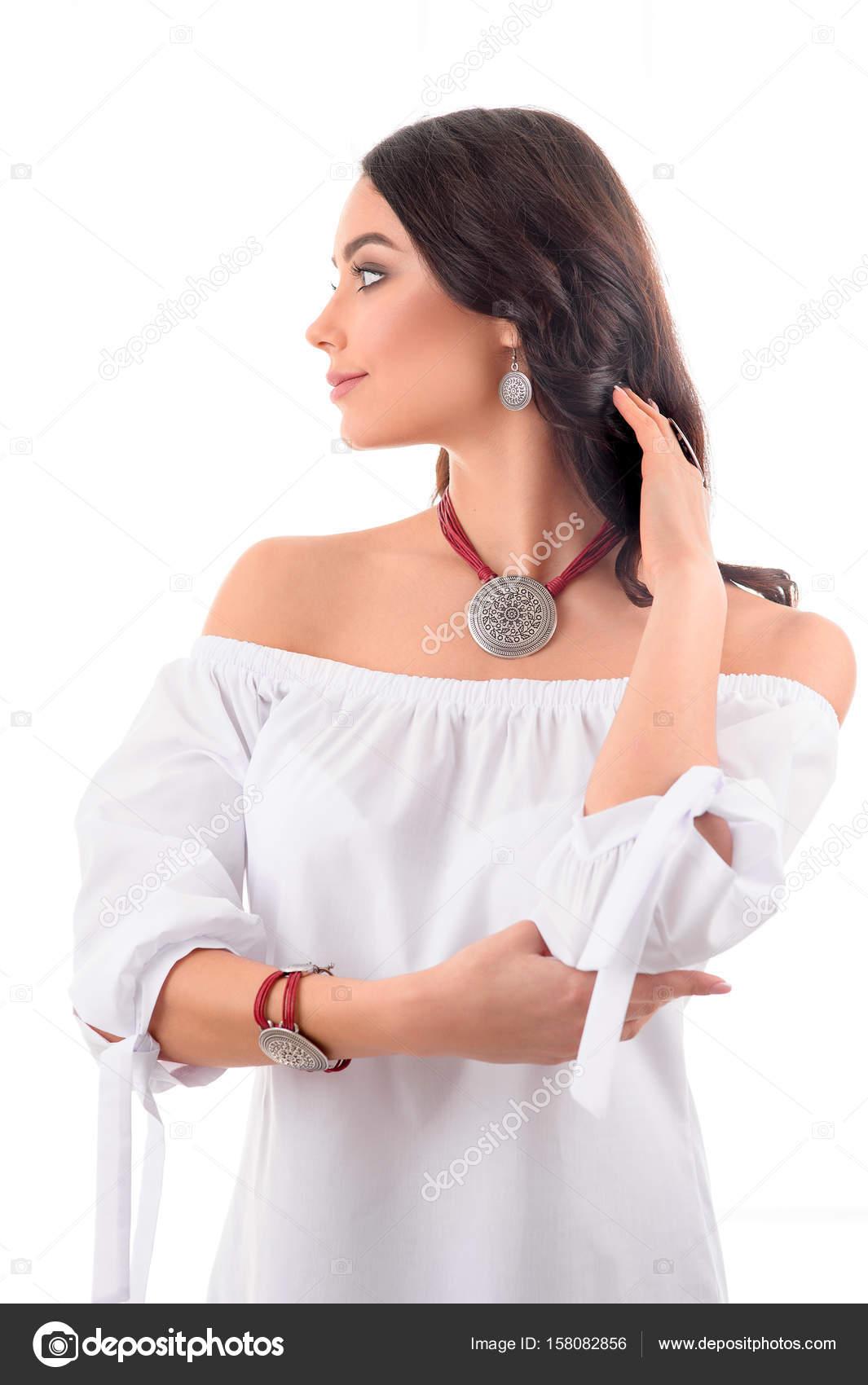 Mode Stil Lange Haare Frau Mit Luxus Silber Accessoire Und J