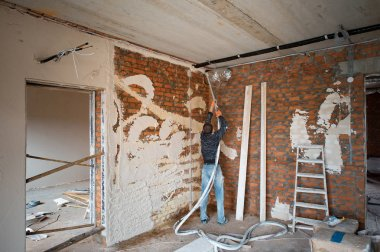 Plastering Walls with a plastering pump Machine