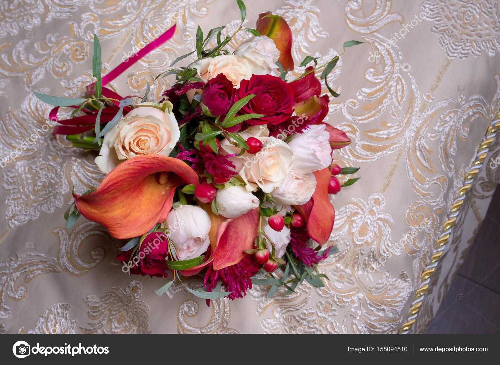 Букет из красных роз и белых лилий фото — 6