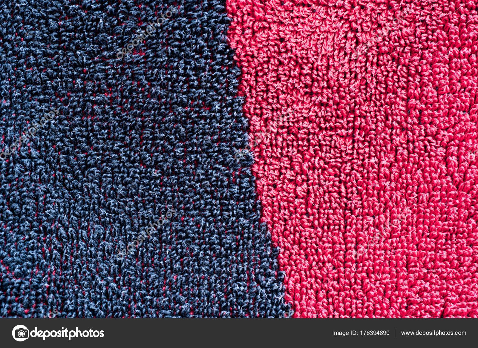 Foto texturizada de uma metade vermelha e metade tapete preto. Close ...
