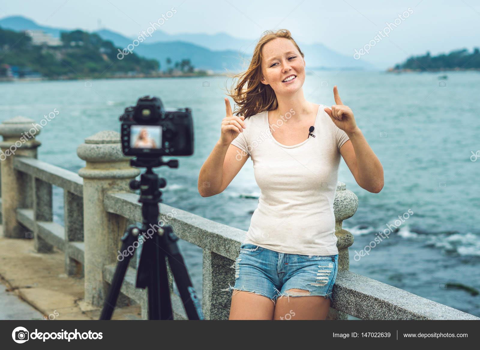 sm-video-devushka-pered-kameroy