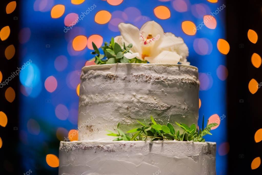 Split-level wedding cake