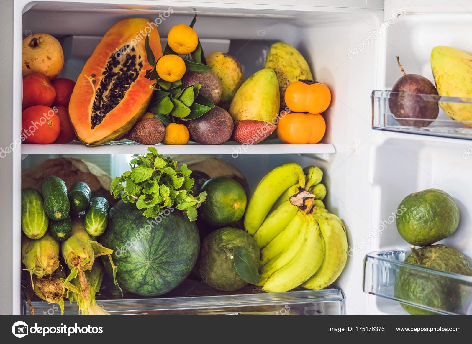 Kühlschrank Deo : Öffnen sie kühlschrank gefüllt mit obst und frischgemüse raw food