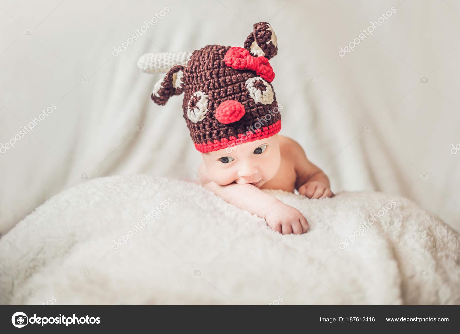 Feliz Sonriente Retrato Niño Infantil Del Bebé Vestido Con Sombrero ...