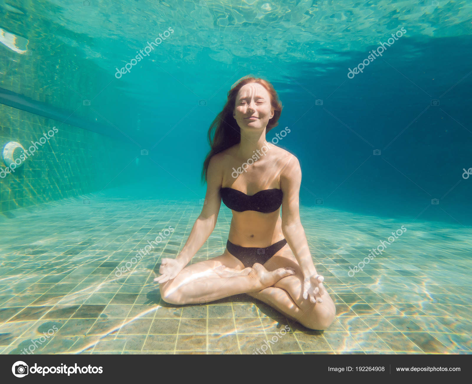 Young Woman Black Bikini Yoga Position Underwater Diving Aquarium Full —  Stock Photo