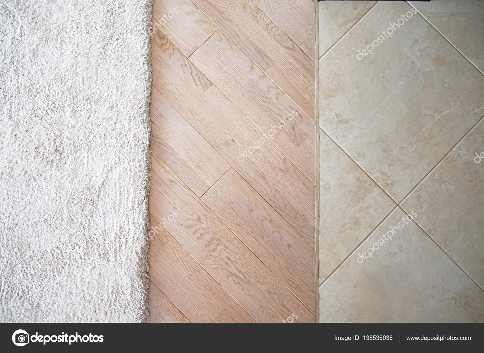 Laminaat Tegels Bruin : Vloer met marmeren tegel patroon parquete van de laminaat vloer met