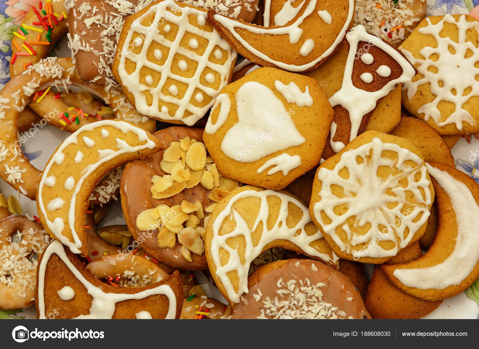 Dolci Di Natale Fatti In Casa.Biscotti Di Natale Allo Zenzero Di Diverse Forme Dolci