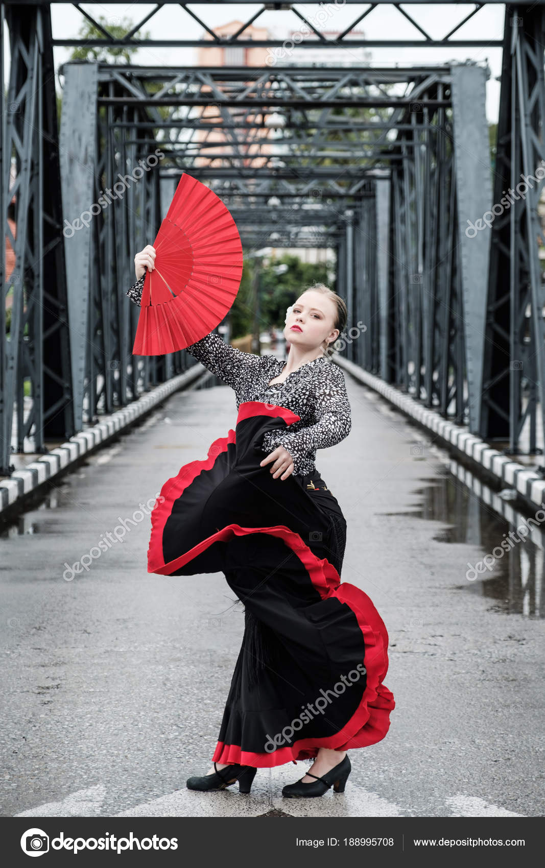 a6661ea23304 Unga Vackra Flamenco Dans Street Dance Konceptet — Stockfotografi ...