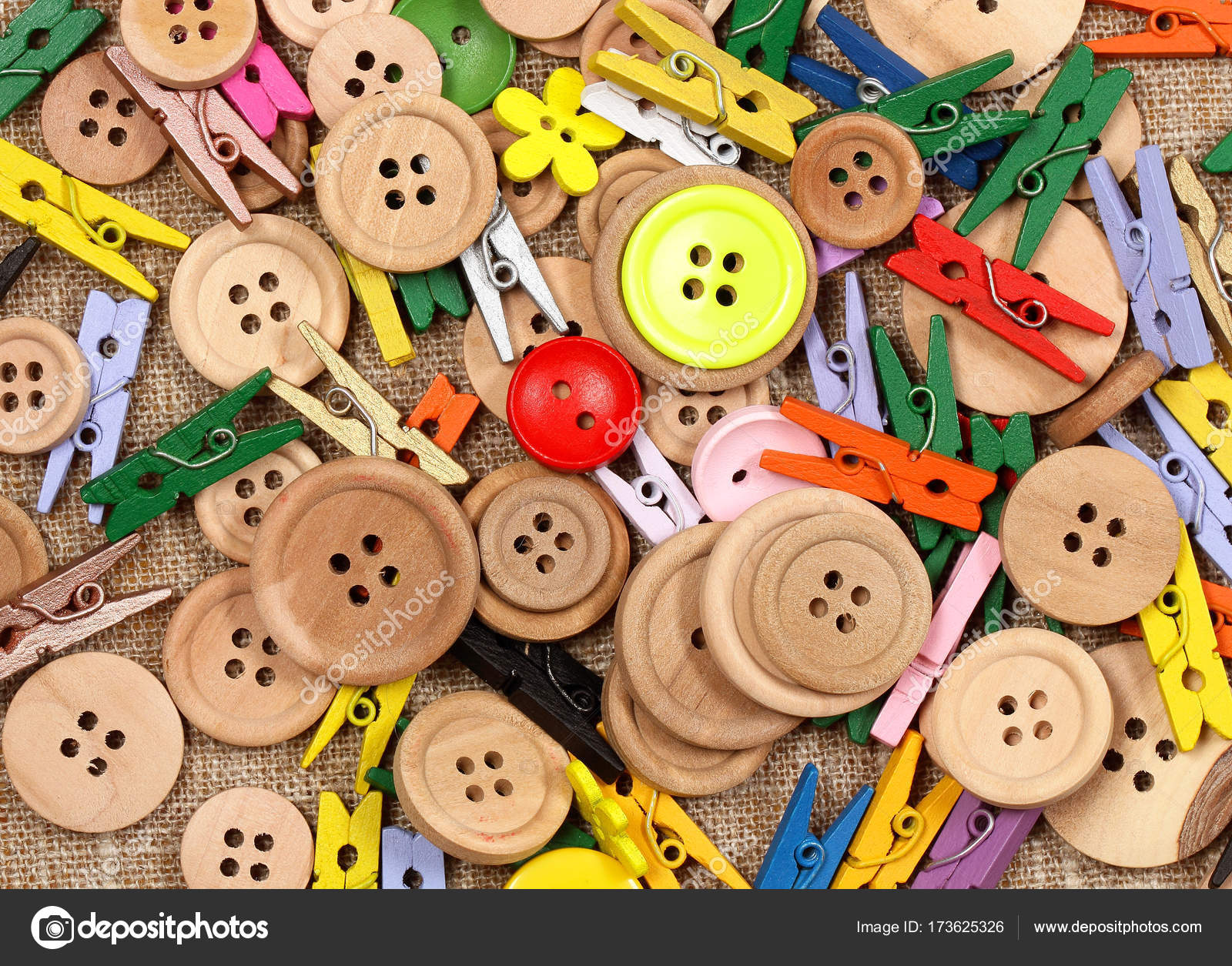 How to play with clothespins and buttons 16
