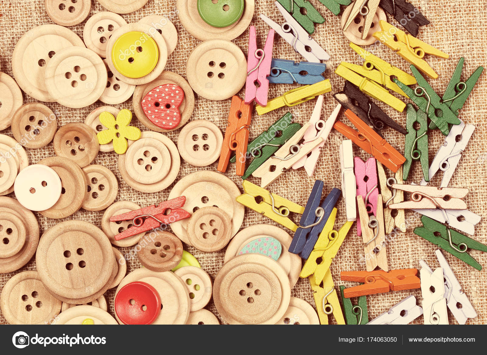 How to play with clothespins and buttons 39